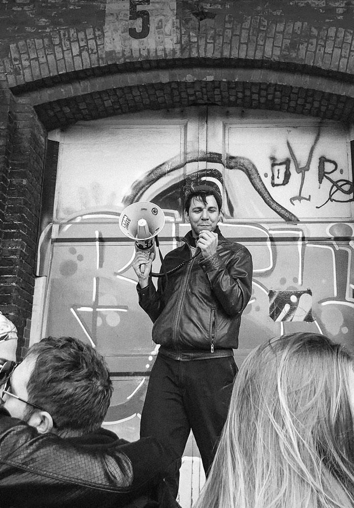 Mood bild Combinism Junge Menschen die für ihre Rechte demonstrieren